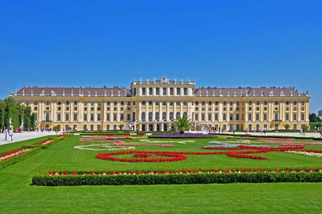 Конвенцията за издаване на многоезични извлечения от актове за гражданско състояние е подписана във Виена на 8 септември 1976 г.