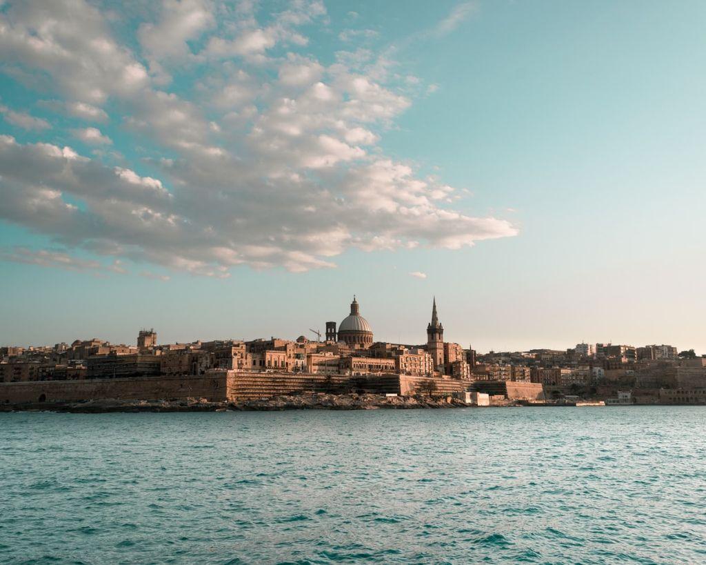 Малта е независима от 1964 г., а малтийският език е официален в ЕС от 2004 г.